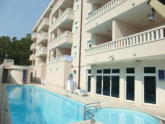 Aparthotel Tamaris : Hotel Tamaris pool