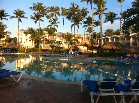 VIK Hotel Arena Blanca: piscine à 7h