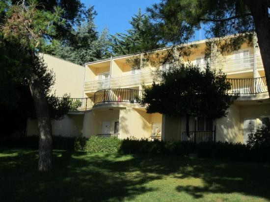 Hotel Jadran: Außenansicht eines der Nebengebäude