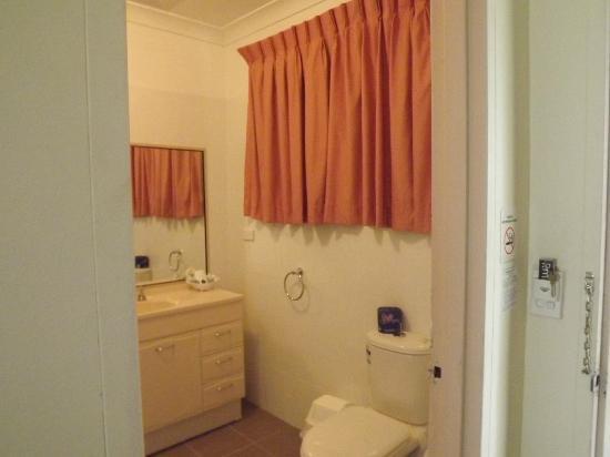 Island Palms Motor Inn: bathroom