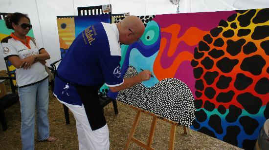 Anantara Hua Hin Resort: Artist Chris Hogan at Anantara Elephant Polo