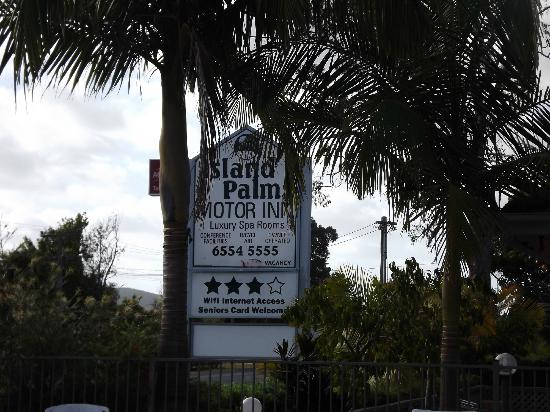 Island Palms Motor Inn: name