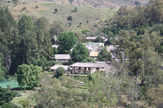 Cavern Drakensberg Resort & Spa: The view of the hotel from our walk to Cowslip dam