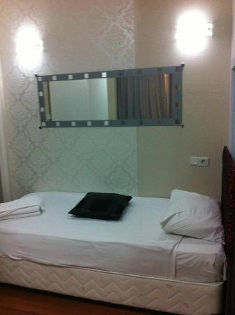 Preferred Hotel Old City: Single bed