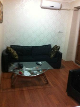 Preferred Hotel Old City : Sofa and coffee table