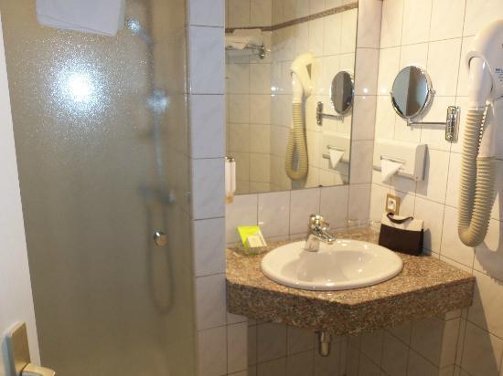 Hotel Le Parc : salle de douche