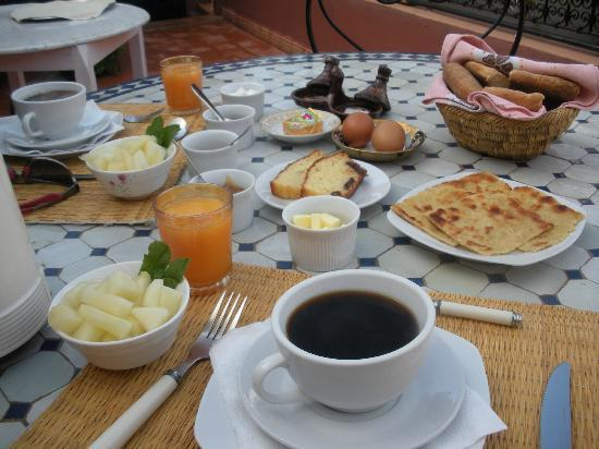 Riad Coram: amazing breakfast on the terrace