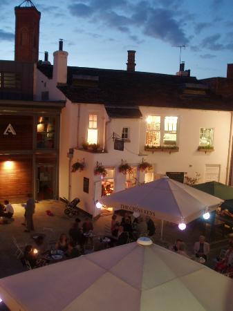 The Cross Keys: The courtyard by night