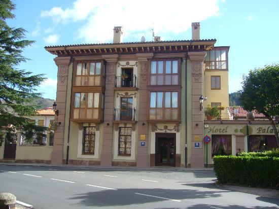 Palacio Azcarate: Entrada al hotel