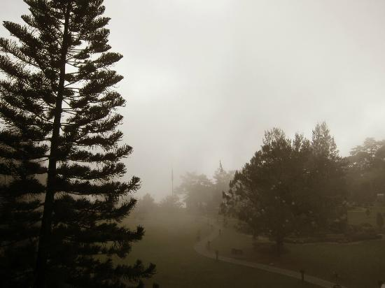 The Manor at Camp John Hay: foggy mornings