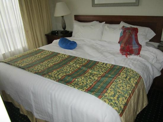 Residence Inn Toronto Airport: Big comfy bed