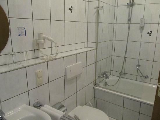Hotel Zum Bären: Bath room