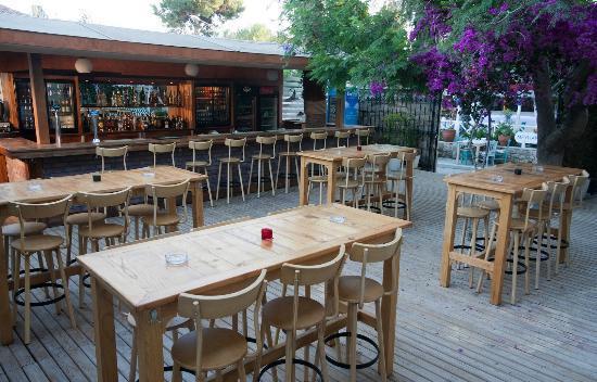 Karyada Hotel: Bar & Lounge at pattio