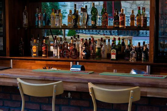 Karyada Hotel: Bar