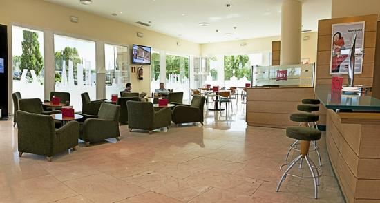 Ibis Madrid Alcala de Henares la Garena : Bar hotel