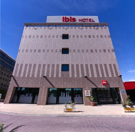 Ibis Madrid Alcala de Henares la Garena : Entrada Hotel ibis Alcalá de Henares la Garena