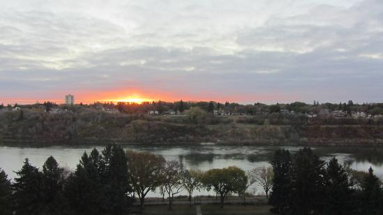 Delta Bessborough: Cold Saskatoon sunrise.