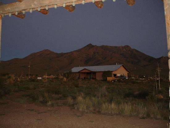 DreamCatcher Inn de Las Cruces: Organ Mountains view from the Gazebo