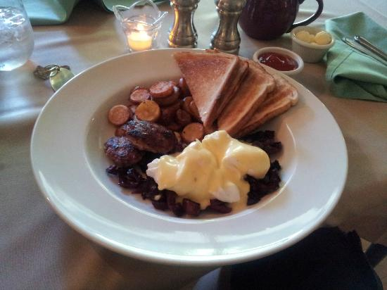 The Castle Manor Inn: One of the excellent breakfasts