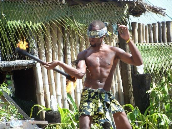 Robinson Crusoe Island: Fire dancing