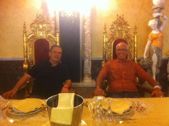 Marina di Mandatoriccio, Italy: beim kleinen privat Empfang vom Schlossherrn