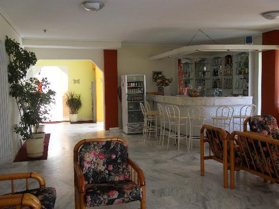 Leonidas Hotel & Studios: hall