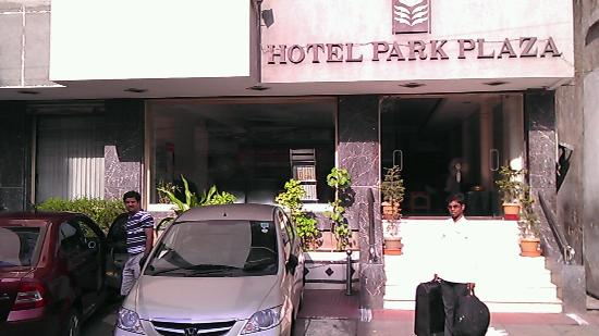 Hotel Park Plaza: clicked from road infront