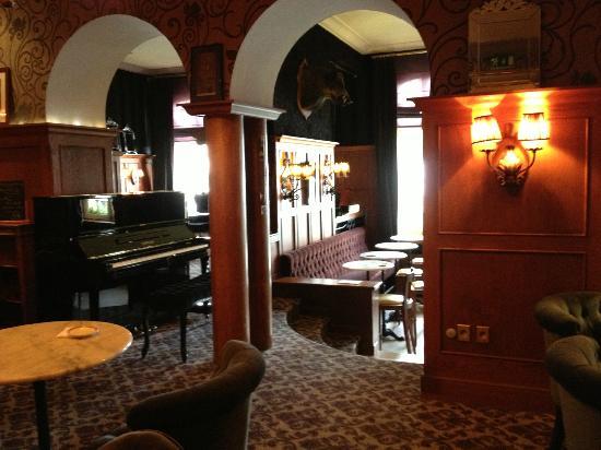 Best Western Grand Monarque: Le salon, piano-bar