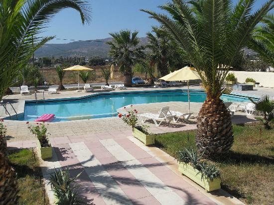 Leonidas Hotel & Studios : piscina
