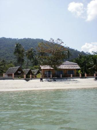 Nice Beach Resort : Neighbouring Bungalows