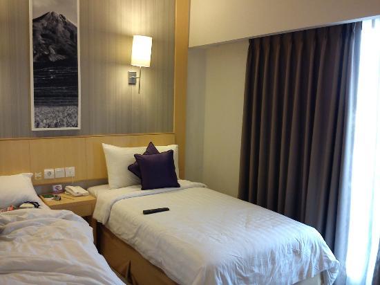كويست هوتل كوتا: The room,spacious...