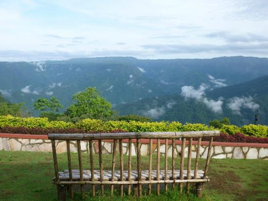 Cherrapunjee Holiday Resort: The Meghaleya Ridge