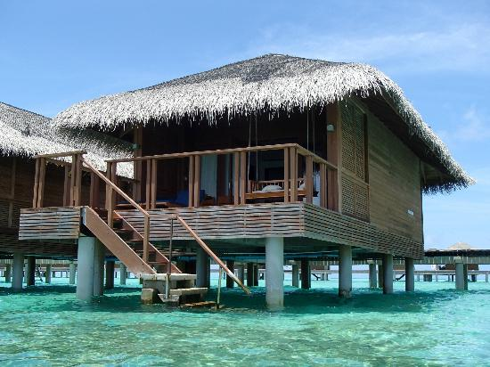 Medhufushi Island Resort: Our water villa