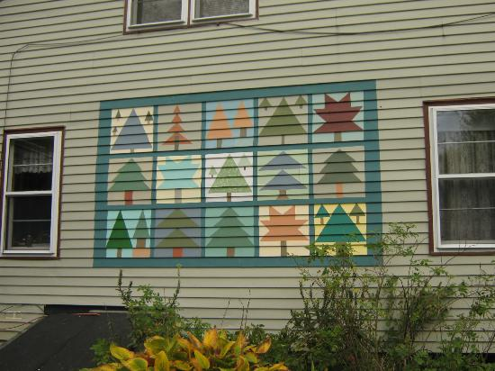 Mountain Spring Farm B&B: This is a quilt painted onto the side of the Farm. Anne is a quilter and will swop stories w/ y