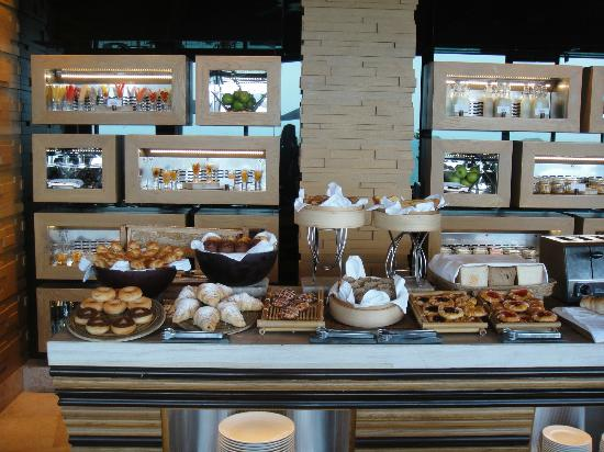 Conrad Koh Samui: breakfast spread