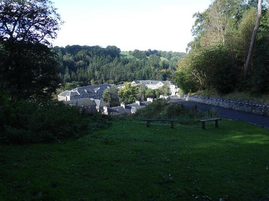 New Lanark World Heritage Village: Route from car park into village