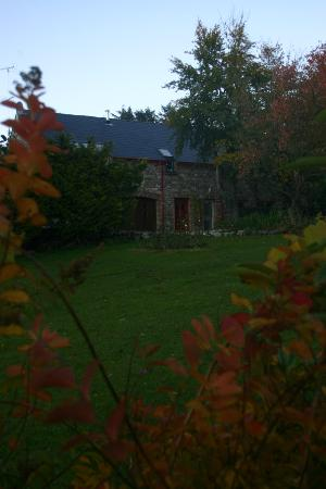 Fermanagh Self Catering: view up the front garden in autumn
