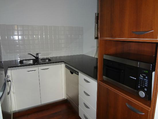 Oaks Lexicon Apartments: Kitchen