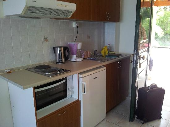 Lido Sofia Apartments: Kitchenette