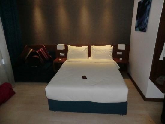 Holiday Inn Express Altunizade: Le grand lit avec une bonne literie