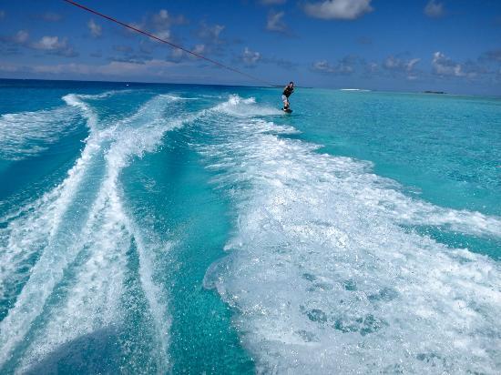 Four Seasons Resort Maldives at Landaa Giraavaru: Wake Boarding