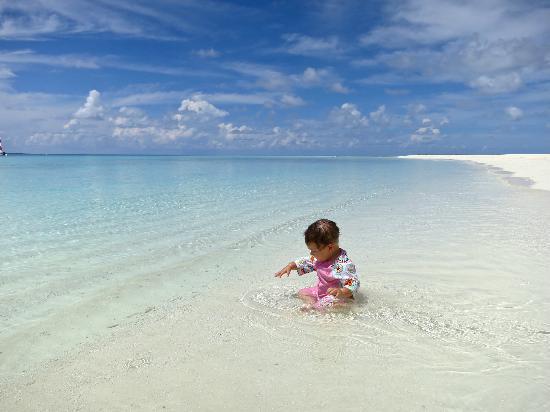 Four Seasons Resort Maldives at Landaa Giraavaru: The beach