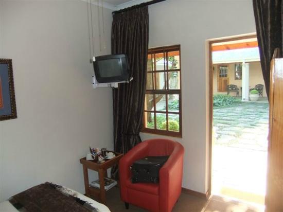 Hunter's Lodge: small TV