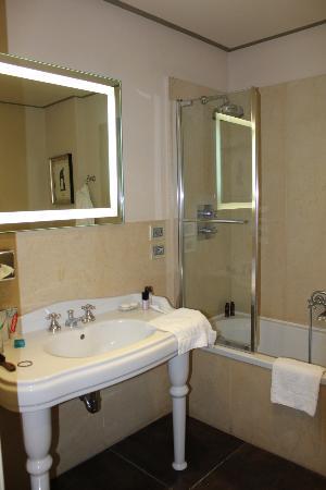Hotel Villa Carlotta: Bathroom
