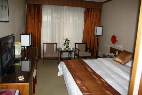 Queli Hotel: Nice, clean and hard bed