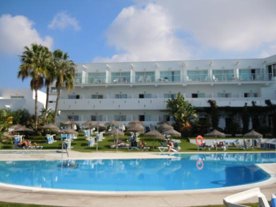 Conil Park Hotel: By the pool