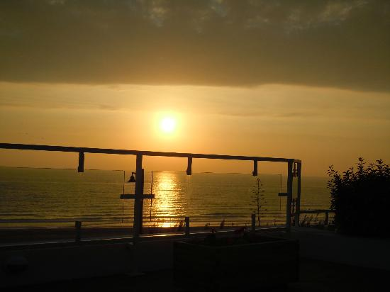 Hotel Conil Park: Sunset on the balcony