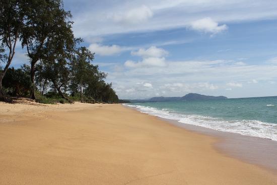 Anantara Mai Khao Phuket Villas: Mai Khao beach