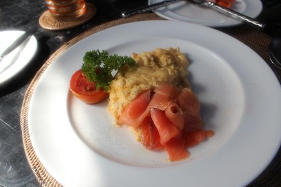 Anantara Mai Khao Phuket Villas: Scrambled eggs & smoked salmon