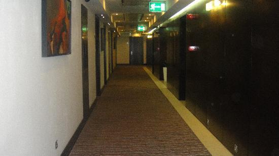 Safir Doha Hotel: Hallway